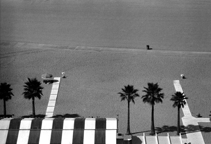 Sunbathe alone in Los Angeles